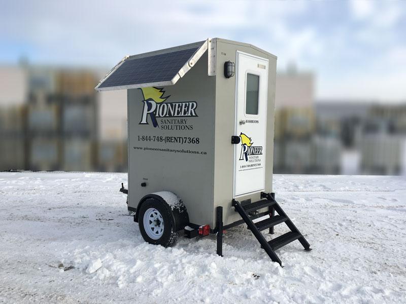 single-solar-washroom-trailer